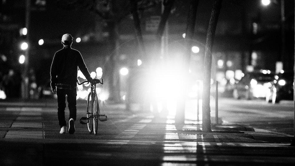 pedalare di notte